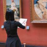 Une étudiante en art