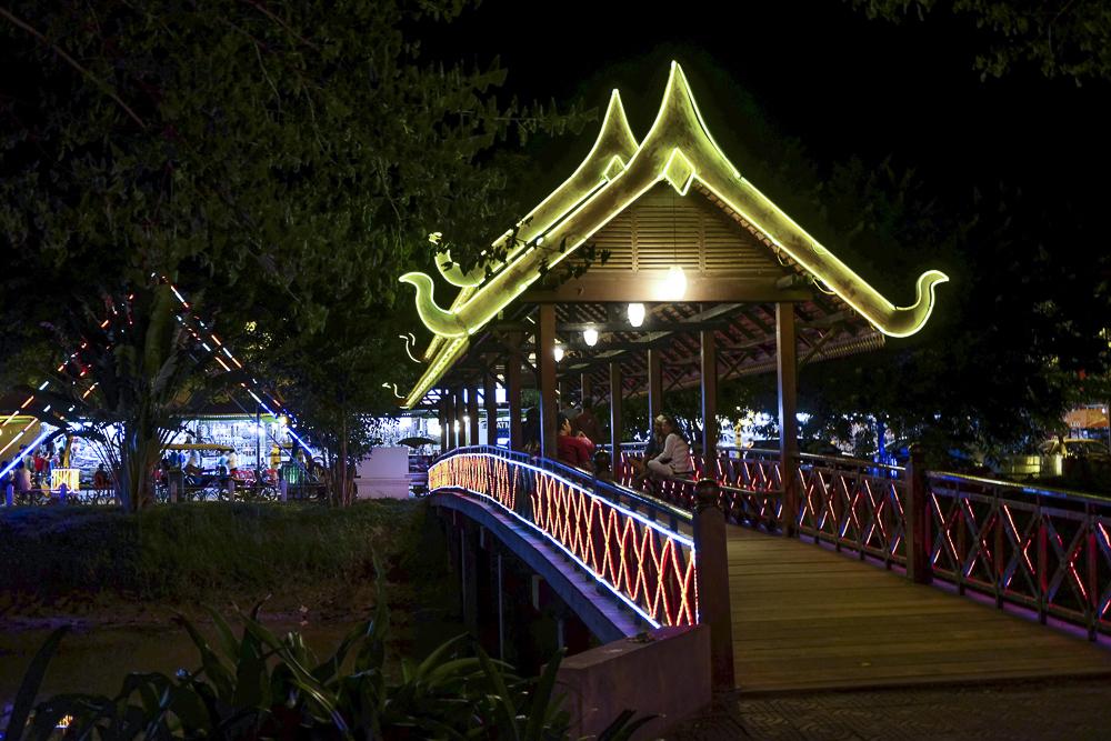 Le pont du night market